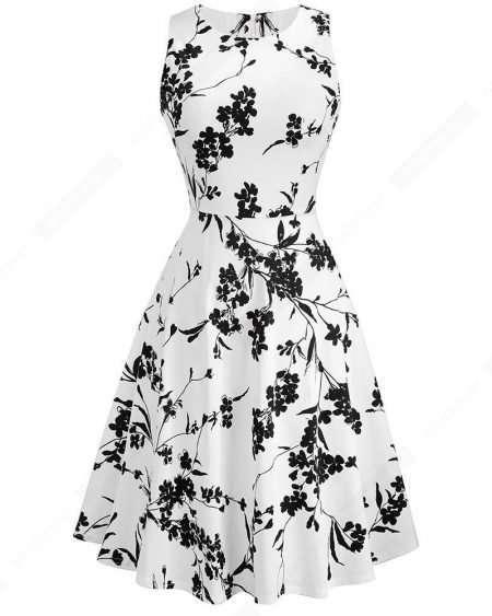 Vestido Floral Preto e Branco Rodado