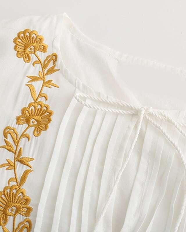Vestido Branco Bordado Floral Boho