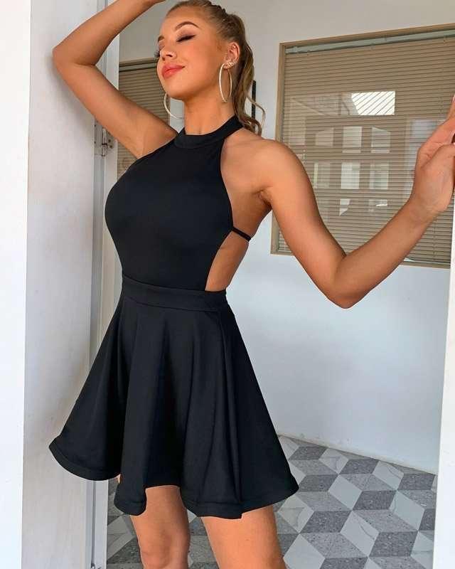 Vestido Curto Rodado Preto