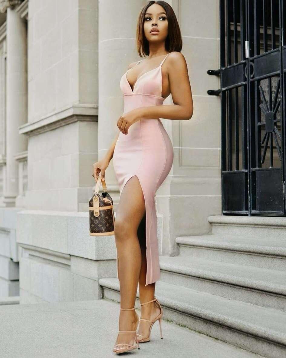 Vestido Midi Justo com Fenda